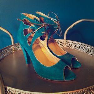 NEW - size 10 teal Seychelles heels